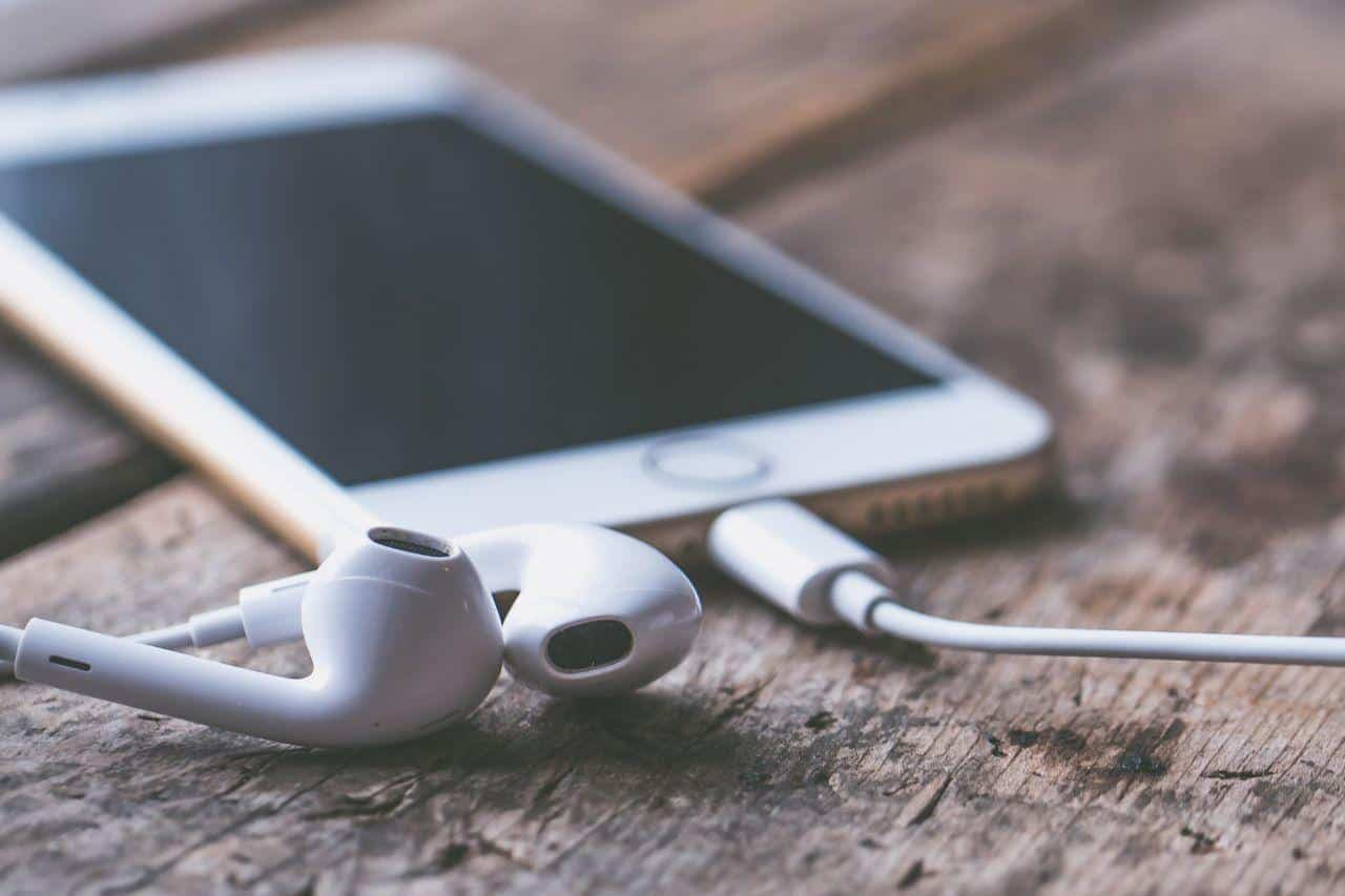 iphone con auriculares
